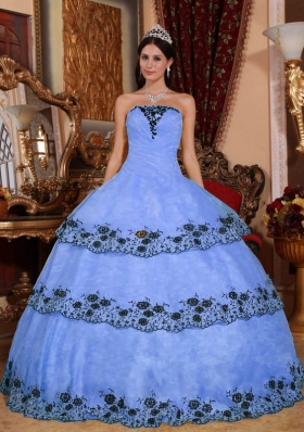 2014 Puffy Strapless Lace Appliques Quinceanera Dresses with Ruffled Layers