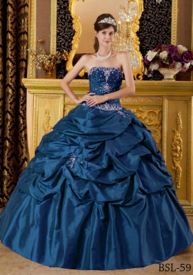 Fahionable Ball Gown Strapless Appliques Quinceanera Dress