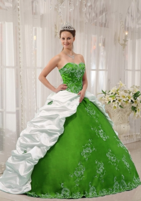 2014 Puffy Sweetheart Embroidery for White and Green Quinceanera Dress with Pick-ups