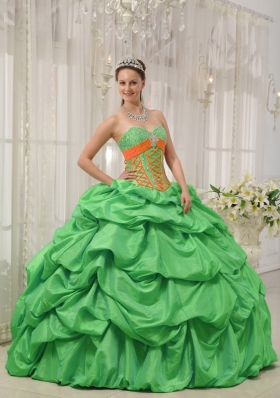 Brand New Puffy Sweetheart for 2014 Green Quinceanera Dress with Pick-ups and Beading
