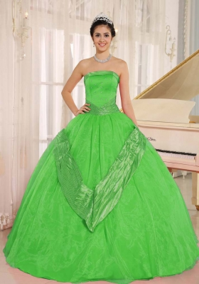 Classical Spring Green Beaded Decorate 2014 Quinceanera Gowns with Strapless