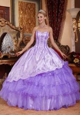 2014 Modest Sweetheart Embroidery Quinceanera Dresses with Ruffled Layers