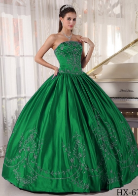 2014 Spring Elegant Strapless Quinceanera Dresses with Embroidery