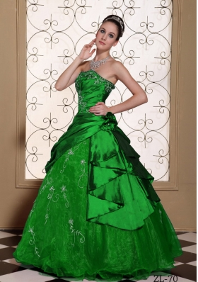 Modest Embroidery Quinceanera Dresses For 2014 Strapless