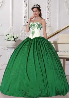 2014 Afforable Ball Gown Sweetheart Quinceanera Dresse with  Embroidery