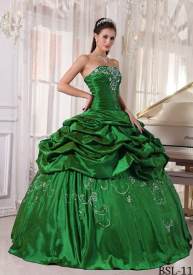 2014 Simple Strapless Quinceanera Dresses with Embroidery Beading