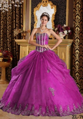 Sweetheart Fuchsia Organza Appliques Decorate Dresses For a Quinceanera