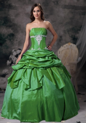 Beautiful Ball Gown Strapless Quinceanera Dresses with Taffeta Appliques