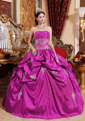 Strapless Taffeta Appliques Decorate Quinceanera Dress for Girls