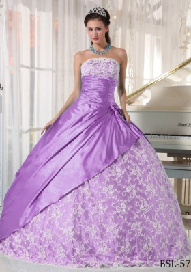 Elegant Ball Gown Strapless Lace Dresses For a Quince