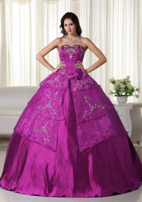 Fuchsia Strapless Organza Appliques Decorate Quinceanera Dress for Women