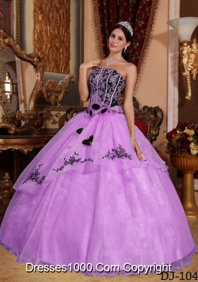 Strapless Organza Black Embroidery and Lilac Dresses For a Quinceanera