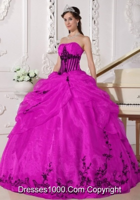 Strapless Fuchsia Organza Quinceanera Gowns with Black Appliques