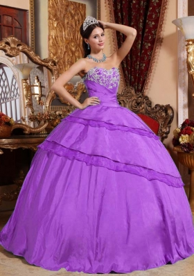 Sweetheart Taffeta Appliques Decorate Quinceanera Dress in Full Length