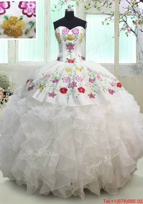 Hot Sale Organza and Taffeta White Quinceanera Dress with Embroidery and Ruffles