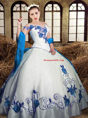 Customized Sleeveless Lace Up Floor Length Embroidery Vestidos de Quinceanera