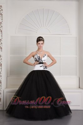 Black White V-neck Embroidery Floor-length Quinceanera Dress