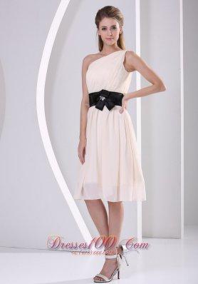 One Shoulder Champagne Knee-length Chiffon Dama Dress