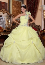 Light Yellow One Shoulder Organza Quinceanera Dresses with Appliques and Pick-ups