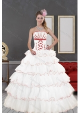 2015 Fashionable White Quinceanera Dresses with Appliques and Ruffled Layers