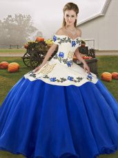 Hot Sale Organza Off The Shoulder Sleeveless Lace Up Embroidery and Ruffles Quince Ball Gowns in Blue And White