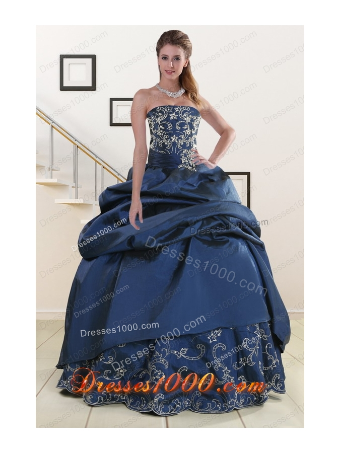 2015 Cheap Custom Made Embroidery and Beaded Quinceanera Dresses in Navy Blue