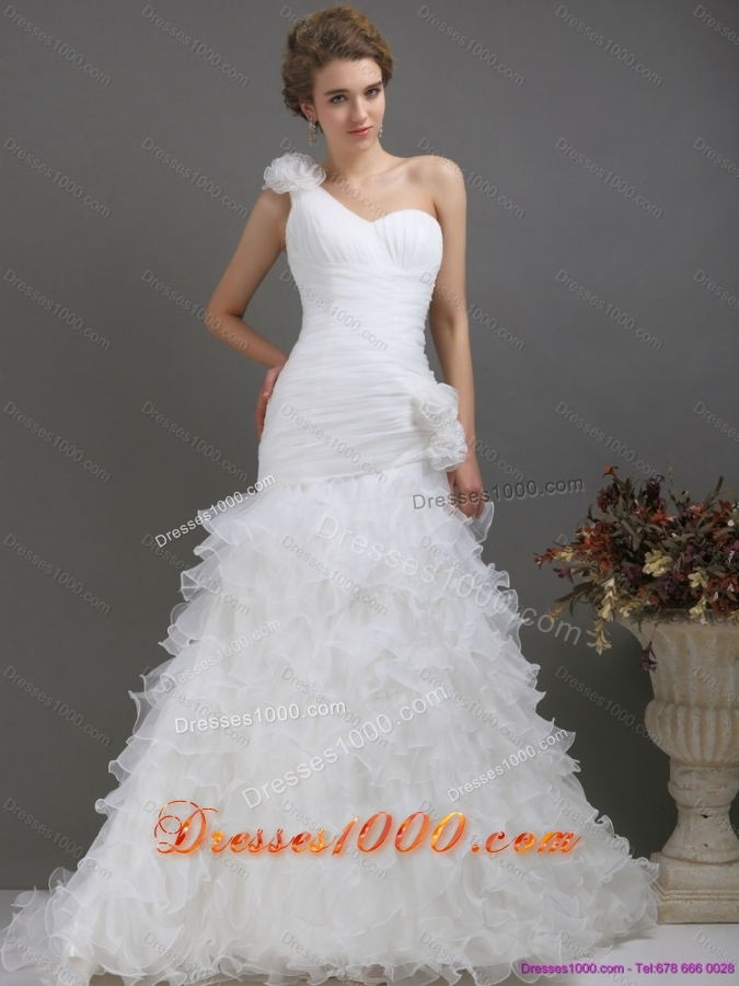 2015 Top Selling One Shoulder Wedding Dress with Ruching and Hand Made Flowers