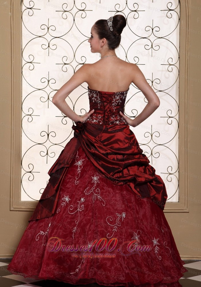 Embroidery Ruched Quinceanera Dress Strapless Beading Red