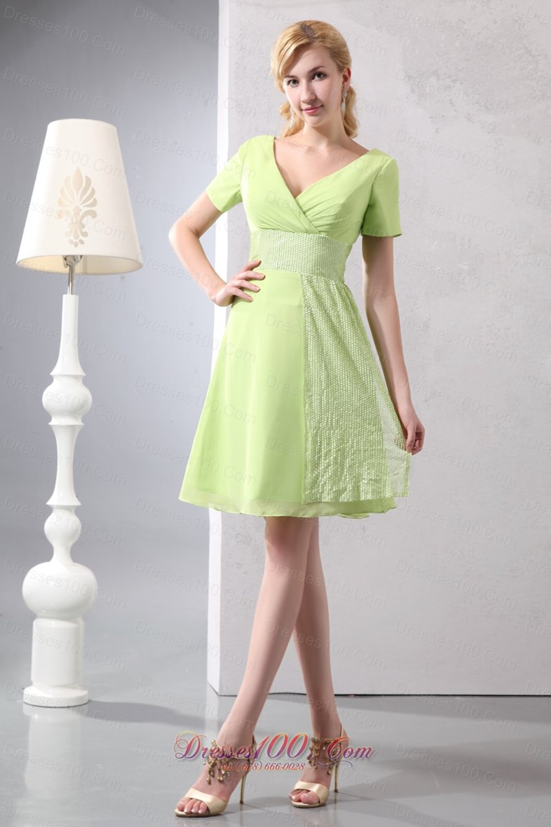 """GREEN IS GORGEOUS It's easy being green with ModCloth's large selection of cute green dresses! From casual and comfortable to long and formal, you'll find lovely green ."